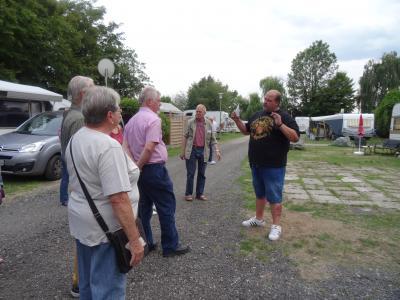 Foto zur Meldung: Kommunalpolitiker besichtigen den Campingplatz