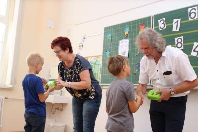 Foto zur Meldung: Erstklässler werden mit Schulstart zu Lesefüchsen