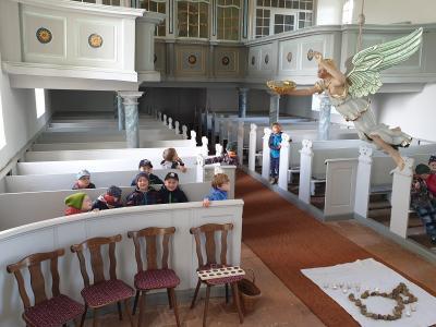 Foto zur Meldung: Kitakinder in der Trechwitzer Kirche