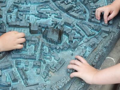 """Vorschaubild zur Meldung: """"Zwischen Faun und Gänsebrunnen"""" - eine besondere Stadtrallye mit der Bibliothek"""