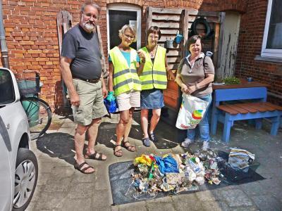 Foto zur Meldung: Müllsammeln im Nordertor