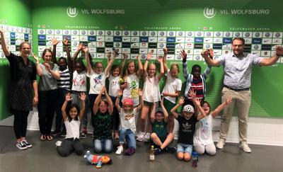 Ein Tag voller Abenteuer: 14 Kinder begaben sich im Rahmen des Ferien(s)passes der Samtgemeinde Grasleben auf eine Erlebnisfahrt in die Volkswagen Arena und die VfL-Fußballwelt nach Wolfsburg. Fazit: Wiederholung erwünscht. (Foto: Samtgemeinde Grasleben)