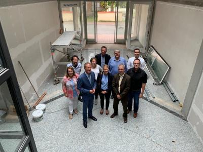 """Staatsminister Axel Wintermeyer besucht das Projekt """"Fachwerk Gesundheit""""."""