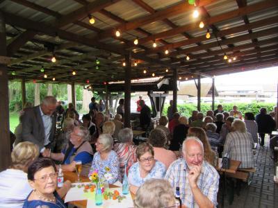 Vorschaubild zur Meldung: Grillnachmittag der Senioren im Musikgarten Unterhaltsamer Nachmittag bei schönem Wetter