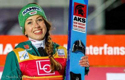 Vorschaubild zur Meldung: Juliane springt aufs Podest/Cindy punktet beim Alpencup