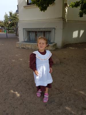 """Lara, wie dem Film """"Unsere kleine Farm"""" entstiegen."""
