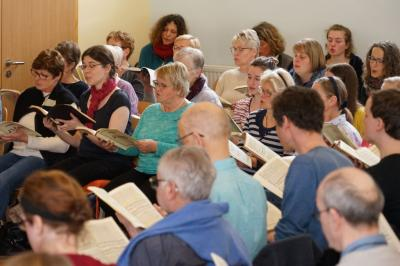 Sängerinnnen und Sänger der Kantorei Demmin während des diesjährigen Chorwochenendes in Zinnowitz