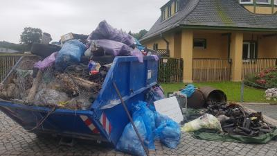 """Vorschaubild zur Meldung: Eine Menge Müll vor der """"Haustür"""" ..."""