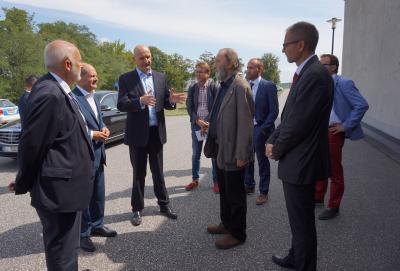Begrüßung von Olaf Scholz und Dietmar Woidke vor Haus 3