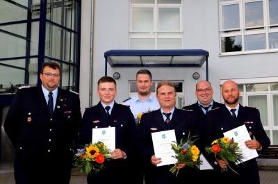 Foto zur Meldung: Feuerwehrleute erhielten ihre Bestellungsurkunden