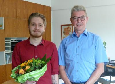 Foto zur Meldung: Es ist geschafft - Calvin Spaleck ist jetzt Verwaltungsfachangestellter
