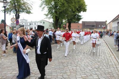 Foto zur Meldung: Fischerfest in Ketzin – Festumzug als Geschichtsunterricht