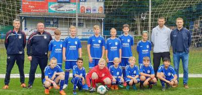 Foto zur Meldung: U13: D1-Jugend - Neue Teamausstattung übergeben