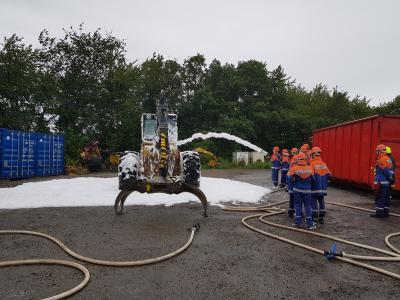 Foto zu Meldung: Einen Tag lang Feuerwehrmann sein!