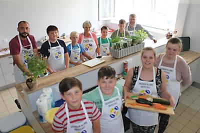 Vorschaubild zur Meldung: Schüler der GOS Salvador Allende kochen mit dem Bürgermeister