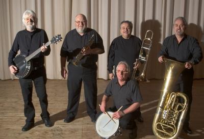 Die Oldtime Marching Band spielt zum Auftakt am 28. August vor dem Kultur- und Festspielhaus