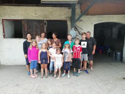 Vorschaubild zur Meldung: EIS`s-Kids des RGSV Moosburg im Einklang mit Pferd und Gruppe