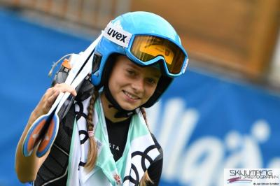 Foto zur Meldung: Cindy Haasch startet beim FIS Sommer-Grand-Prix