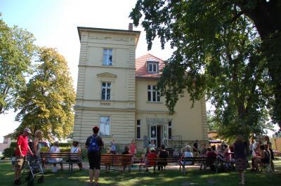 Vorschaubild zur Meldung: Villa feiert Weltoffenheit