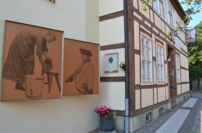 Stadt Perleberg | Eine Tafel am heutigen Stadt- und Regionalmuseum erinnert an die gebürtige Opernsängerin Lotte Lehmann
