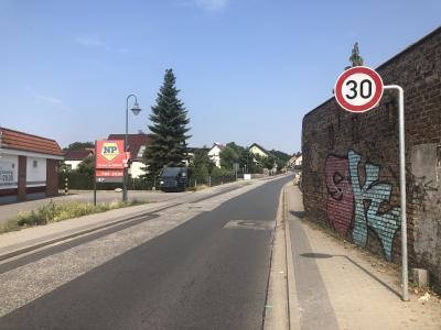 Foto zur Meldung: Ab jetzt gilt Tempo 30 in der Damsdorfer Chaussee und in der Kurfürstenstraße