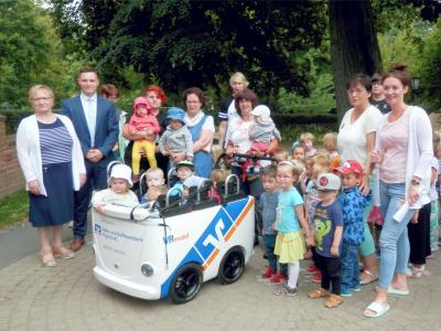 """Vorschaubild zur Meldung: Toller Flitzer für die AWO-Kita """"Villa Märchenland"""""""