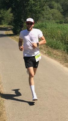 Foto zur Meldung: Frederik Ortmann holt ersten Saisonsieg in Bergheim