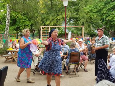 Vorschaubild zur Meldung: DDR-Party im Soziokulturellen Zentrum – ein gelungenes Fest für alle
