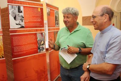 Vorschaubild zur Meldung: Ausstellung im Rathaus zeigt Eucharistische Wunder