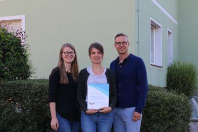 Ramona Will und Holger Bezold wünschten Sabrina Wagner (Mitte) einen guten Start und viel Erfolg für ihre Ausbildung.