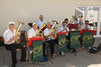 Spielen immer wieder beim Tag der offenen Tür der Freiwilligen Feuerwehr Biederitz auf: Die Ehlemusikanten. Dies Bild stammt aus dem Jahr 2013