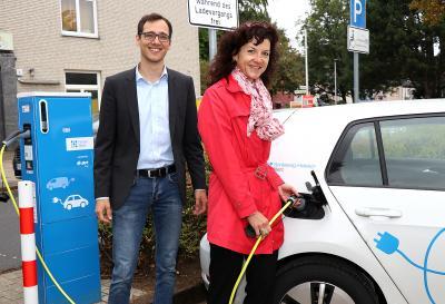 Foto zur Meldung: Drei neue E-Ladesäulen in Schenefeld