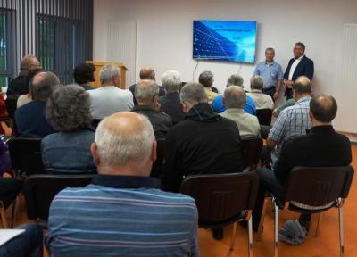 Vorschaubild zur Meldung: Vortrag im voll besetzten Gemeinschaftsraum