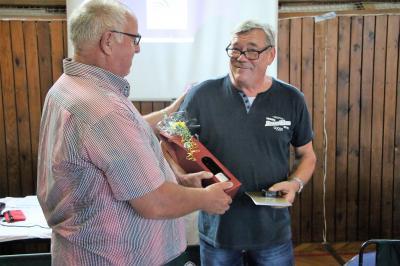 V.l.n.r.: Arnim Christgen (Vizepräsident des Oberlausitzer Kreissportbundes) und Arnd Panoscha (Vorsitzender des SV Grün-Weiß Weißwasser e.V.)