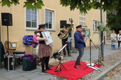 Foto zur Meldung: Konzert vor der Markthalle: Eisenbahn Wittstock