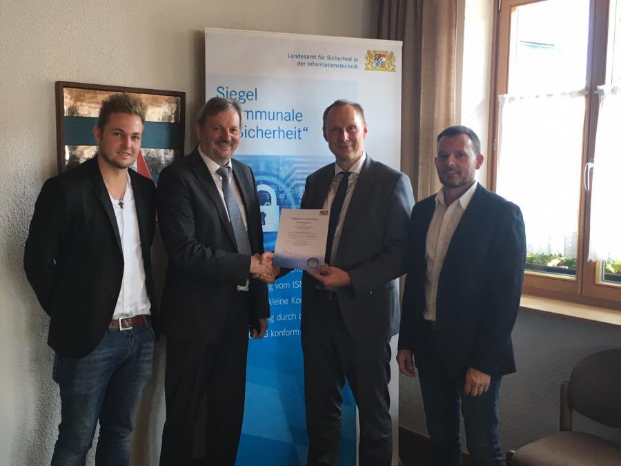Vorschaubild der Meldung: Gemeinde Hohenau erhält Siegel Kommunale IT-Sicherheit als erste Kommune Niederbayerns!