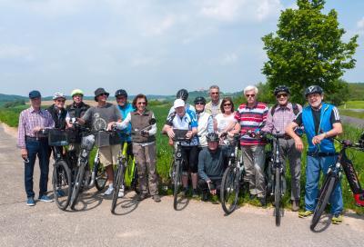Am 17. September geht es mit dem Rad zum Kinzigsee. Das Bild zeigt eine Gruppe Radler*innen, die im Mai 2019 zur Ronneburg radelten.