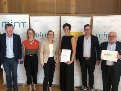 """Vorschaubild zur Meldung: Auszeichnung der Graf Salentin Schule Jünkerath als """"MINT-freundliche Schule"""" in Rheinland-Pfalz 2019"""