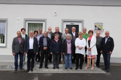 Teilnehmer vor der Gemeindekanzlei