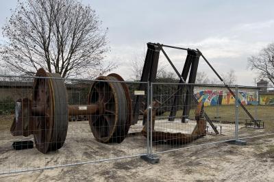 """Foto zur Meldung: Aufstellung Tagebauskulptur """"Interrupt in der Lausitz"""""""