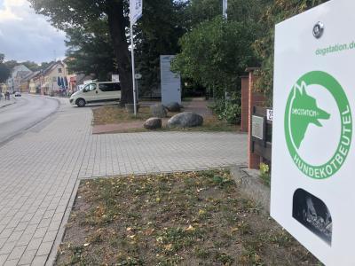 Foto zur Meldung: Neu in Kloster Lehnin: Entsorgungsbeutel für Hundekot