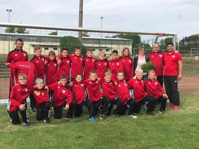 Foto zur Meldung: D1-Junioren / In neuen Trainingsanzügen Heimspielpremiere gewonnen