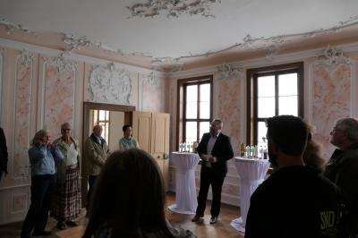 Bürgermeister Holger Obst begrüßt die Gäste