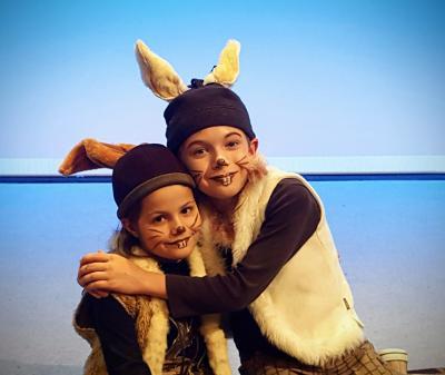 """Foto zur Meldung: """"Hoppel, der kleine Angsthase"""" – erfolgreiches Märchenspiel zieht vom Salzberg auf die Bühne im Theater Zielitz"""