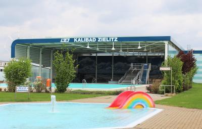Kalibad Zielitz mit Planschbecken im Vordergrund
