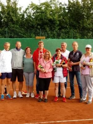 von links nach rechts: Thomas Röhreke, Daniel Villbrandt, Simone Timmermann, Jan Grassau, Diana Weser, Ilona Varnhorn, Henning Conze, Hans Conze-Wichmann, Britta Dinkelbach