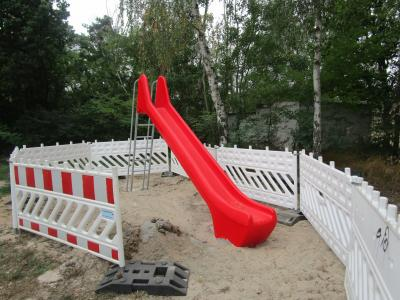 Vorschaubild zur Meldung: Neue Rutsche auf Saalsdorfer Spielplatz