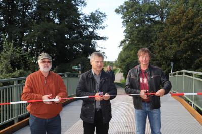Foto zu Meldung: Brücke über Emsterkanal eingeweiht