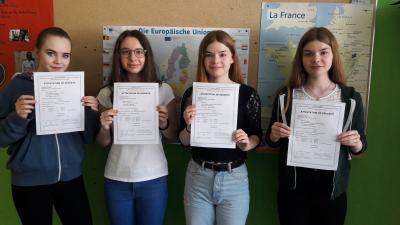 """Foto zur Meldung: DELF""""-Diplom für fünf Schüler/innen - Grundlegende Französischkenntnisse wurden nachgewiesen"""