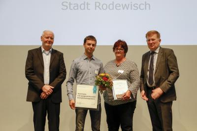 Bild: Daniel Koch; Enrico Stephan und Ines Mietzke nehmen die Auszeichnung entgegen